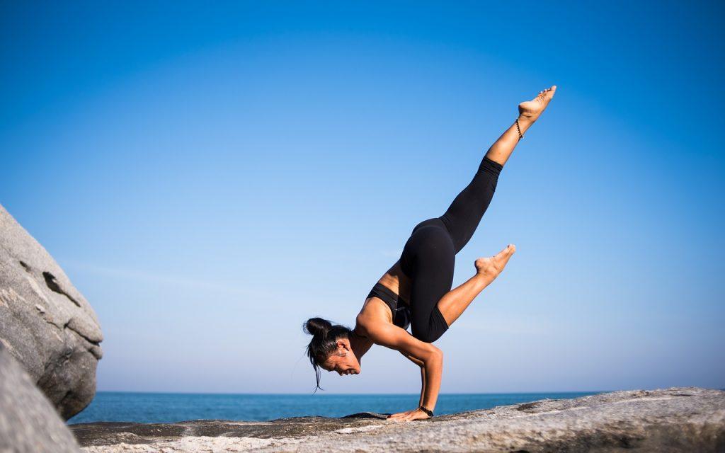 Una posizione avanzata e particolarmente impegnativa dello Yoga