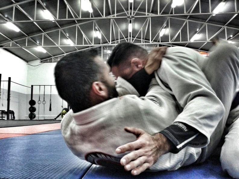 Un momento di rolling nel Brazilian jiu jitsu
